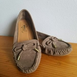 Revel taupe color Moccasin loafers size 13 girls